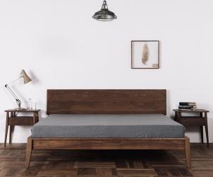 胡桃木色大床